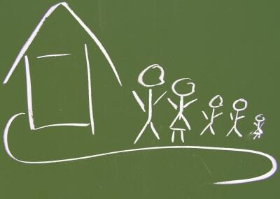 Haus und Familie auf Tafel (c) S. Hofschlaeger / pixelio.de