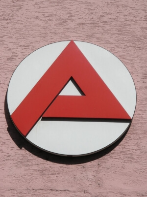 arbeitsamtsymbol (c) Matthias Stöbener / pixelio.de
