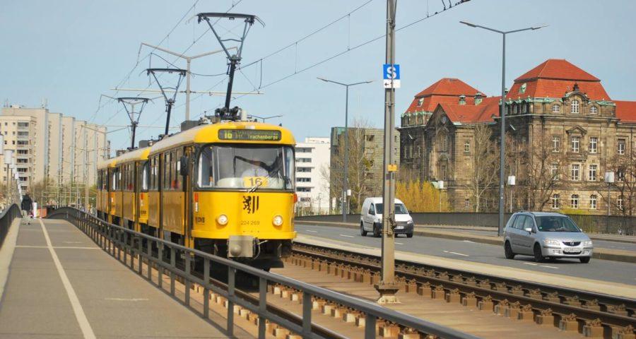 Straßenbahn gelb (c) meidresden / pixabay.de