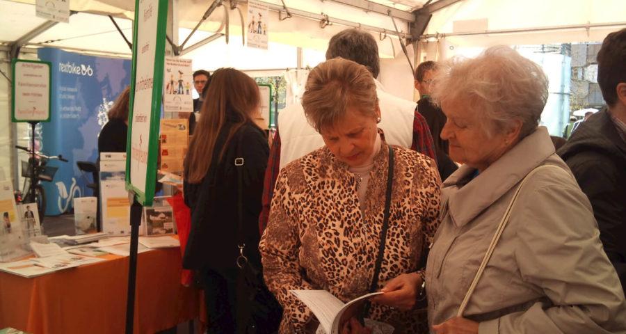 Senioren informieren sich (c) familienfreund.de