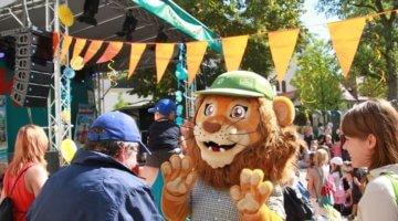 Löwe beim K!DZ-Riesenkinderfest im Zoo Leipzig